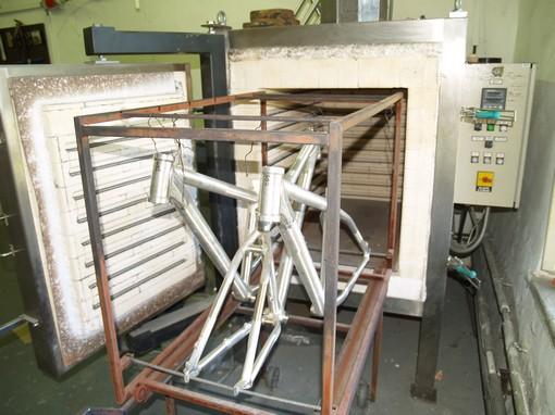 V peci vyrobené pro jaderné účely získávají rámy výslednou pevnost. Teplota uvnitř se v prostoru liší maximálně o jeden stupeň.