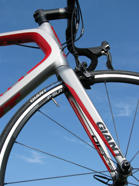 giant_defy_advanced_silnicni_kolo_3