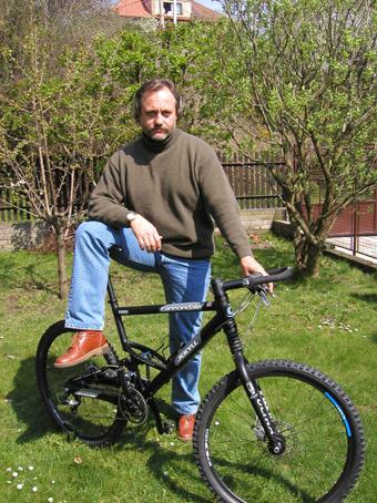 pes_cyklista_zverolekar